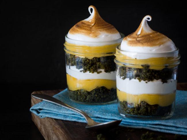 Gotets de pastís de llimona amb merenga i pistatxo